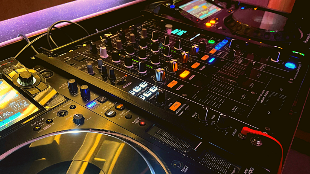 What you need to practice DJ transitions